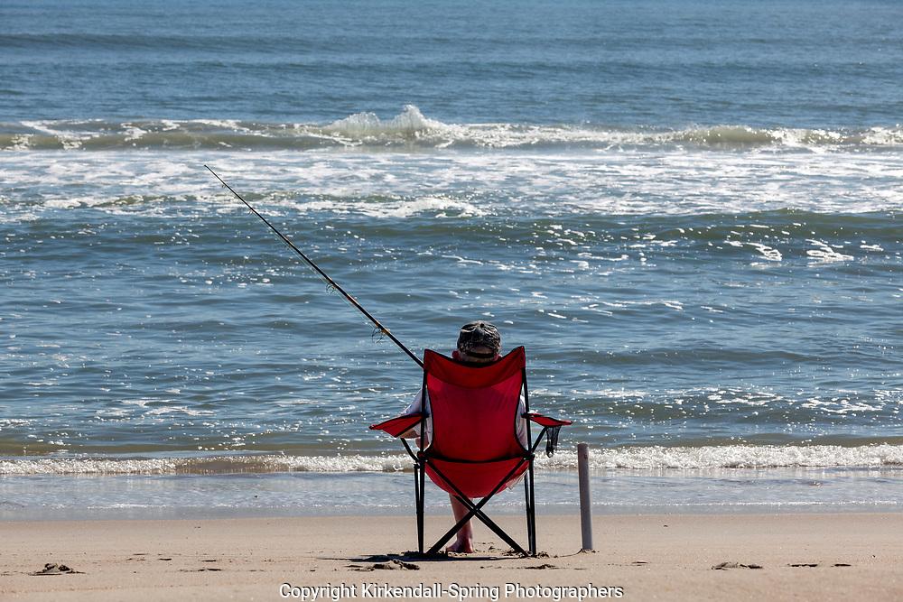 NC00749-00...NORTH CAROLINA - Fishing the Atlantic Ocean in Cape Hatteras National Seashore.