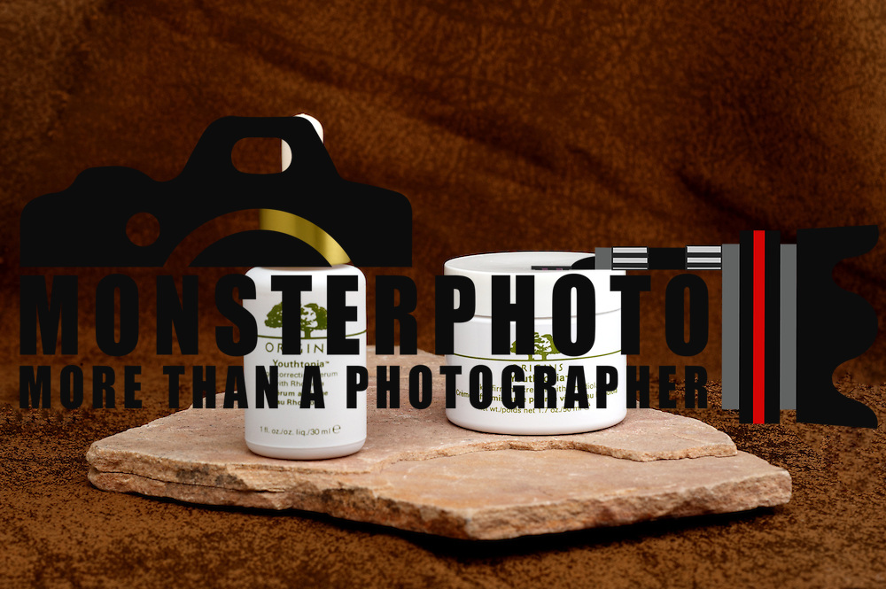 Origins Youthtopia Duo contains Origins Serum and Origins Youthtopia Skin Firming Cream. Includes: (1) 1 fl.oz. Youthtopia Serum in a dropper bottle & (1) 1.7 oz jar of Youthtopia Skin Firming Cream Rhodiola. Apply morning and night to help reduce the appearance of fine lines and wrinkles.
