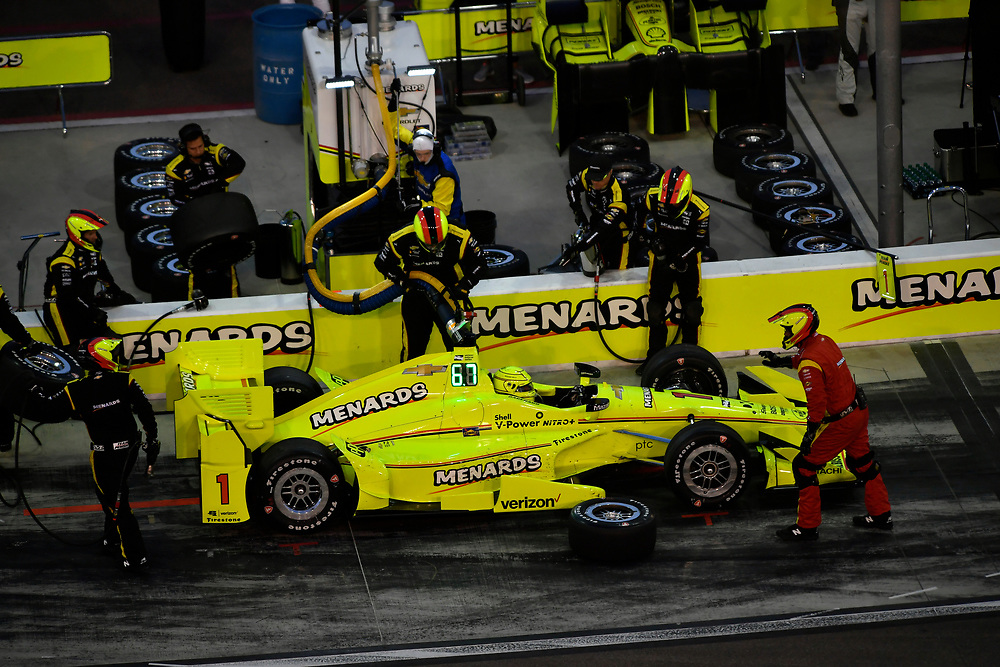 Verizon IndyCar Series<br /> Desert Diamond West Valley Phoenix Grand Prix<br /> Phoenix Raceway, Avondale, AZ USA<br /> Saturday 29 April 2017<br /> Simon Pagenaud, Team Penske Chevrolet pit stop<br /> World Copyright: Scott R LePage<br /> LAT Images<br /> ref: Digital Image lepage-170429-phx-3754