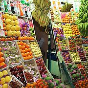 Hurghada, Egypt. Stort utvalg av frukt, blant annet guava og nydelige mandariner. Foto: Bente Haarstad A fruit shop in Sakkara in ther center of Hurghada, Egypt.