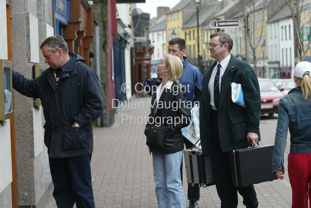 3/3/2002 .The assistant state pathologist Dr Marie Cassidy pictured arriving at the Bell and Salmon Arms in Carrick On Suir..Picture Dylan Vaughan