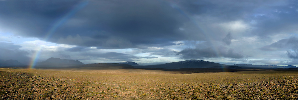 Sun and rain in the icelandic highlands.