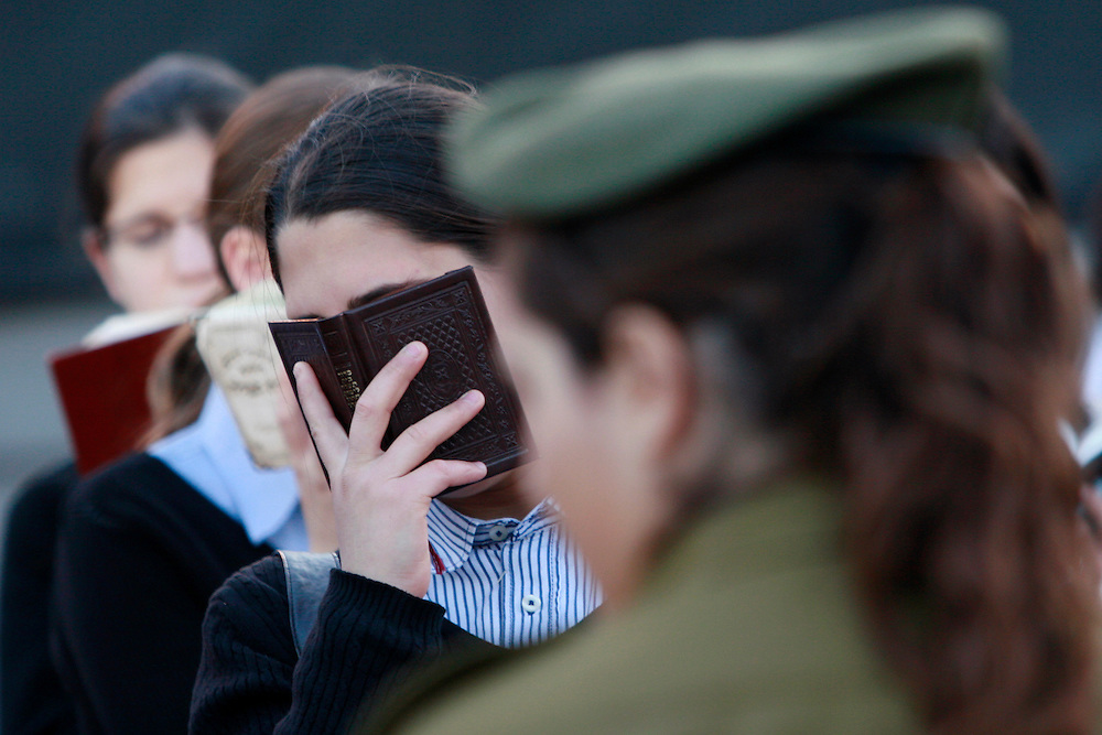 Ultra Orthodox girls pray at the kotel before the annual Memorial Day ceremony at the Western Wall, Judaism's holiest prayer site in Jerusalem's Old City, May 5, 2008. The day is in remembrance of soldiers killed during their military service since the creation of the Jewish state in 1948. Photo by Olivier Fitoussi /Flash90  *** Local Caption *** éåí äæëøåï..ëåúì..çééìéí..ú÷ñ