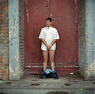 UK. Liverpool. Professional 'Streaker' Mark Roberts drops his trousers round the corner from Liverpool Docks..Photo©Steve Forrest/Workers' Photos.
