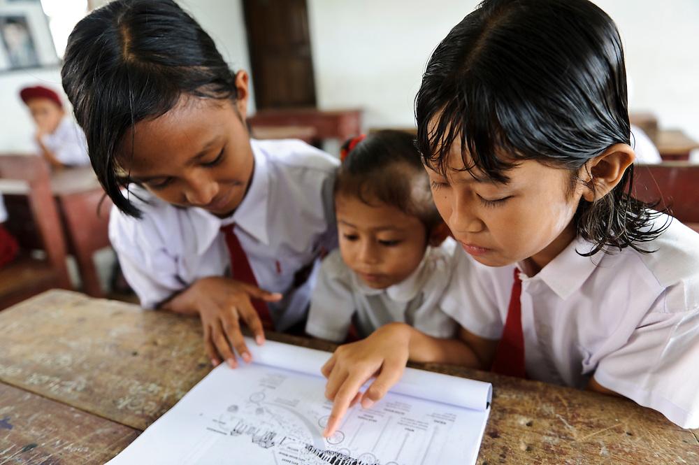 Children during an environmental education class, Dudepo, Bolmong Selatan, Sulawesi, Indonesia.