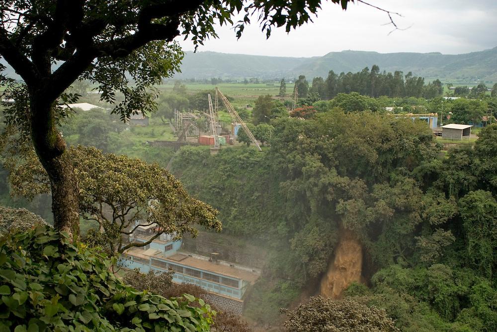 Le barrage Italien, construit dans les années 1930, est la première infrastructure mise en place pour l'exploitation du Nil Bleu. Son activité est aujourd'hui réduite. Le barrage est obsolète face aux nouveaux projets beaucoup plus modernes. Éthiopie août 2011.