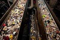 03 JAN 2012, BERLIN/GERMANY:<br /> Sortieranlage fuer Anfall / Wertstoffe aus der Gelben Tonne, Alba Recycling GmbH, Berlin-Mahlsdorf<br /> IMAGE: 20120103-01-011<br /> KEYWORDS: Wertstoffe, Recycling, Alba Group, Urban Mining, Gelber Sack, Gruener Punkt, Gr&uuml;ner Punkt, Duales System, Muell. M&uuml;ll. Verwertung