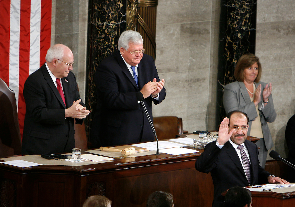 Iraqi Prime Minister Nuri al-Maliki is applauded by Vice President Dick Cheney (L) and Speaker of the House Dennis Hastert (C) while addressing a joint meeting of US Congress in Washington, July 26, 2006.  REUTERS/Joshua Roberts (UNITED STATES)