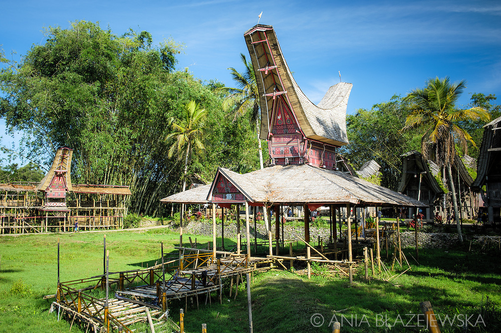 Indonesia, Sulawesi, Tana Toraja. Ke'te Kesu - traditional village.<br />