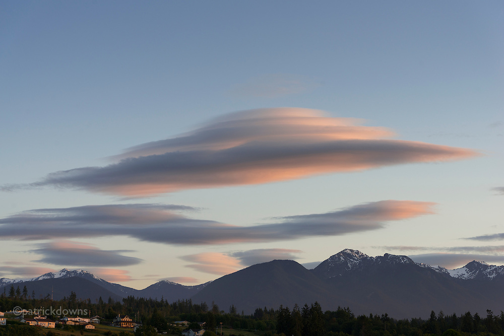 Lenticular clouds at sunset over the Olympic Range, from Agnew (Port Angeles)