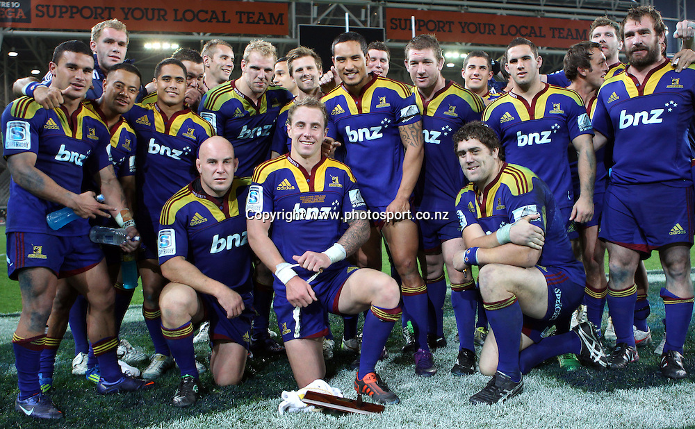 The Highlanders gather for a team photo to show their respect to Jimmy Cowan in his 100th game for the Highlanders.<br /> Investec Super Rugby - Highlanders v Stormers, 7 April 2012, Forsyth Barr Stadium, Dunedin, New Zealand.<br /> Photo: Rob Jefferies / photosport.co.nz
