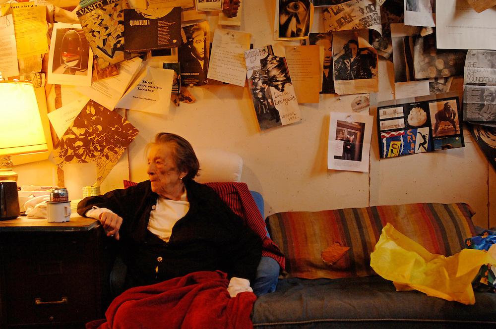 USA New York Artist Louise Bourgeois in her house in Manhattan March 2007 . .German: Die Kuenstlerin Louise Bourgeois in ihrem Haus in Manhattan.