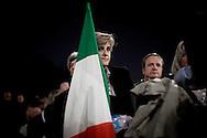 ROMA. UNA DELEGATA AL PRIMO CONGRESSO NAZIONALE DEL PARTITO DEL POPOLO DELLA LIBERTA' CON IL TRICOLORE ITALIANO
