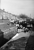 1962 - Foaming canal.     C17.