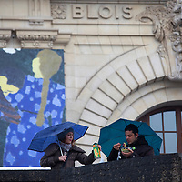 Europe, France, Paris.  Couple with blue umbrellas outside the Musee D'Orsay in Paris.