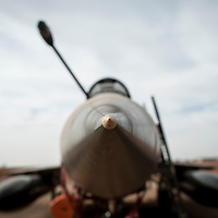 05/02/2013. Bamako, Mali. Mirage 2000-D de l'armée française qui ont participé aux bombardements des villes occupées par les djihadistes posés à la base militaire de Bamako.  ©Sylvain Cherkaoui/ Cosmos pour Le Monde