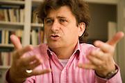 26.03.2007 Warszawa nz Janusz Palikot dzialacz PO w swoim warszawskim mieszkaniu.Fot Piotr Gesicki