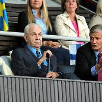 10.9.2011, Olympiastadion, Helsinki..Suomi - Ruotsi yleisurheilumaaottelu. .Jukka Uunila ja Antti Pihlakoski seuraamassa maaottelua.