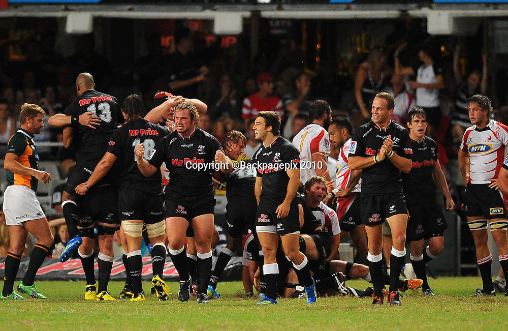 Players of the Sharks celebrate their win<br /> &copy;Chris Ricco/Backpagepix