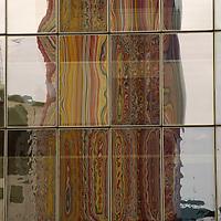 reflection of moretti art work, paris, ladefense