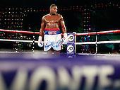 Luis Ortiz defeats Malik Scott
