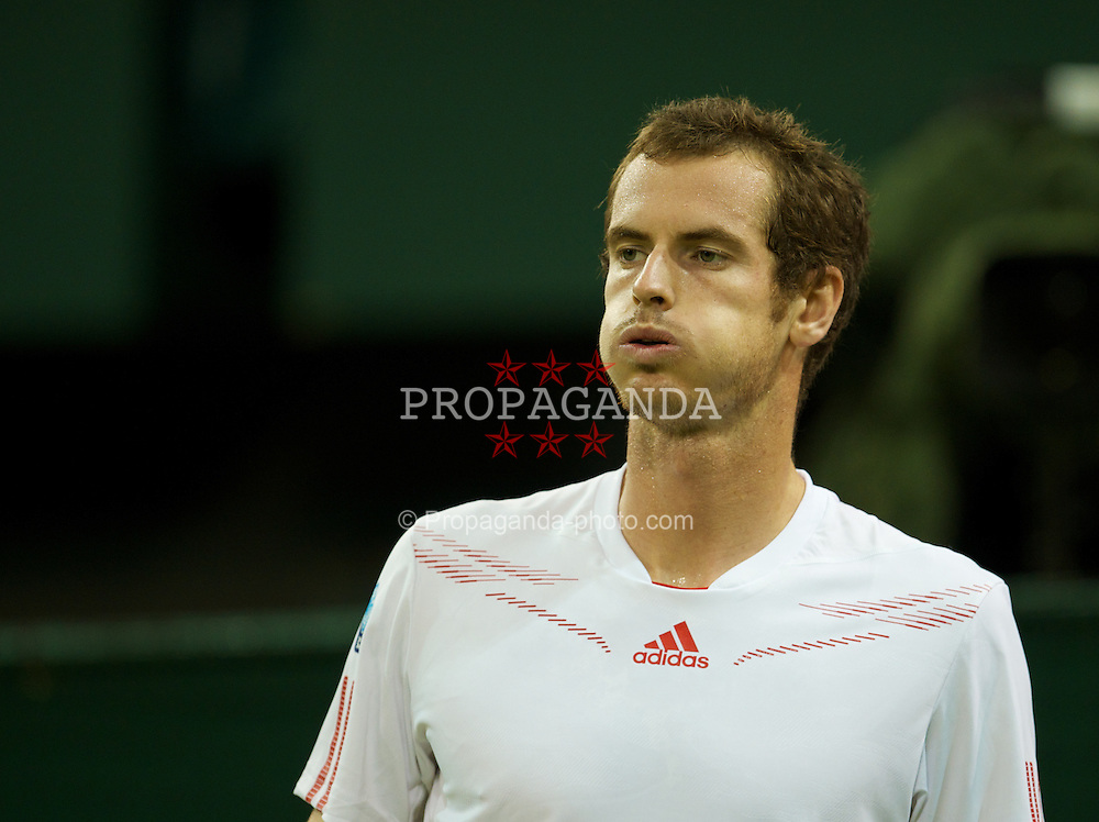 LONDON, ENGLAND - Saturday, June 30, 2012: Andy Murray (GBR) looks dejected during the Gentlemen's Singles 3rd Round match on day five of the Wimbledon Lawn Tennis Championships at the All England Lawn Tennis and Croquet Club. (Pic by David Rawcliffe/Propaganda)