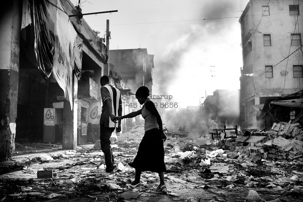 Port au Prince, Haiti -Monday 18.<br /> In the city center of Port au prince - looting is taking place everywhere. fires burning in the street,bodies and people trying to steal in order to survive.
