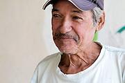Don Chencho en un día de trabajo dentro de la Cooperativa de Pescadores de Rosita, en Puerto Vallarta.