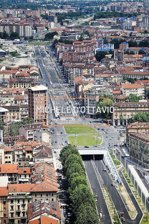 Il nuovo tunnel di piazza Statuto lungo il viale della Spina Centrale di Torino.<br /> Vista panoramica dal grattacielo di Intesa Sanpaolo.<br /> Torino 25 maggio 2016