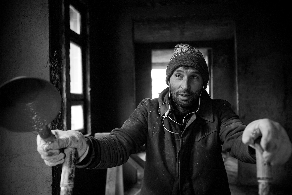 Mîtî? Novica, a Serbian builder from Belgrade, works on the construction of new apartments in north Mitrovica, Kosovo, which will house Serbian families on Dec. 06, 2007. In anticipation of a declaration of Independence from Pristina, Belgrade is seeking to consolidate the Serbian presence in the territory whilst also providing homes within Kosovo for Serbs who decide to leave the southern enclaves.