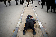 A protestor  anti-gouvernment sleeps in Tahrir square in Cairo on February 5, 2010.© ALESSIO ROMENZI