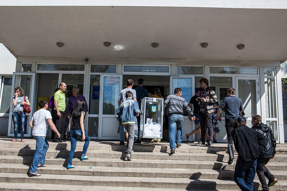 MARIUPOL, UKRAINE - MAY 11: A ballot box is carried inside a polling station on May 11, 2014 in Mariupol, Ukraine. A referendum on greater autonomy is being held after pro-Russian activists took over at least ten cities in the eastern part of the country. (Photo by Brendan Hoffman/Getty Images) *** Local Caption ***