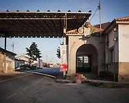 Chaves<br /> From 1993 on, Schengen Agreement meant open borders for people and goods circulation. Old border post in Vila Verde da Raia, once one of the main entrances in Portugal, is for sale for 800 mil euros.<br /> <br /> Chaves. <br /> Em 1993 foi estabelecido o acordo de Schengen e a partir dessa data as fronteiras est&atilde;o abertas &agrave; circula&ccedil;&atilde;o de pessoas e bens. O antigo posto fronteiri&ccedil;o de Vila Verde da Raia, outrora uma das principais entradas em Portugal, est&aacute; &agrave; venda por 800 mil euros.