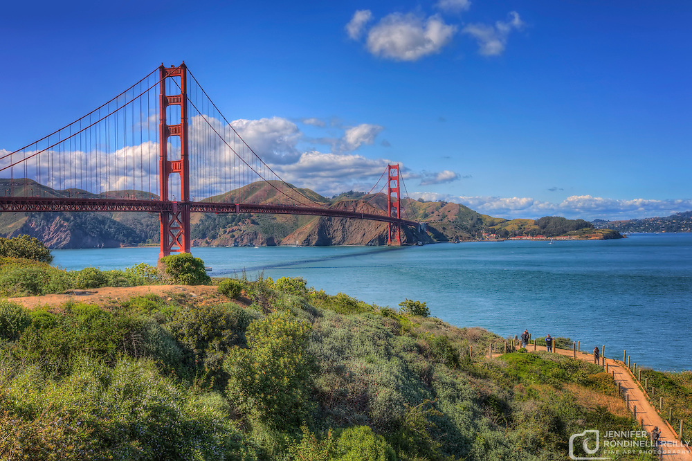 A beautiful scenic view of the Golden Gate Bridge.