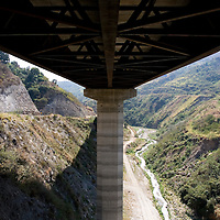 Detail of the venezuelan major bridge called viaduct #1. This bridge is the key route to the country's main airport in Venezuela. Feb 27 2008. (ivan gonzalez).