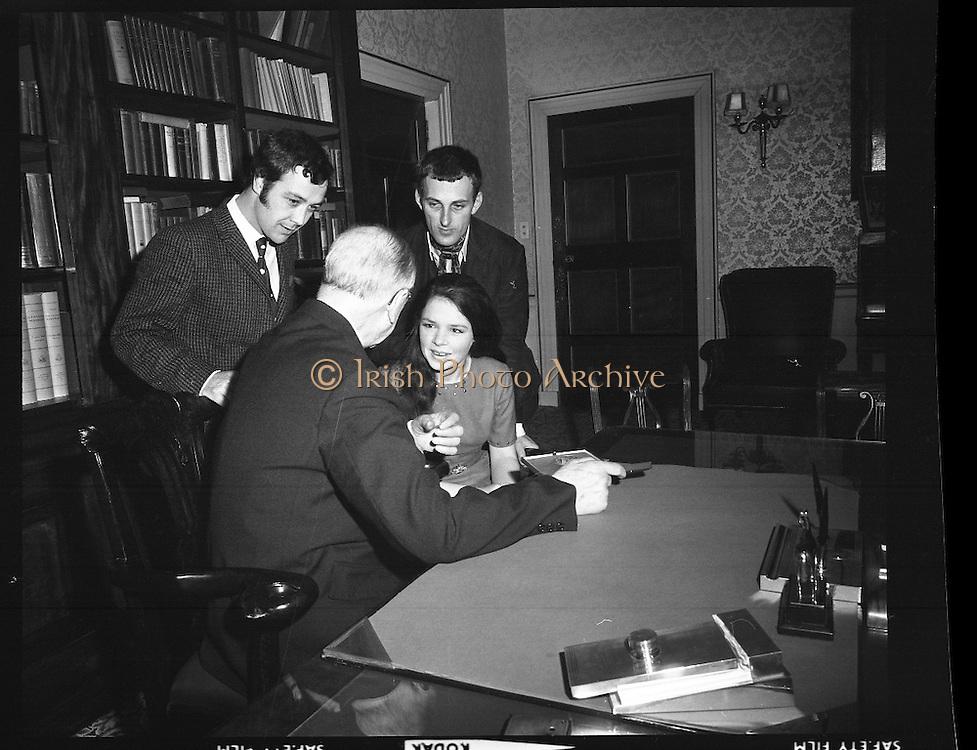 Dana visits President at Aras an Uachtarain.24/03/1970