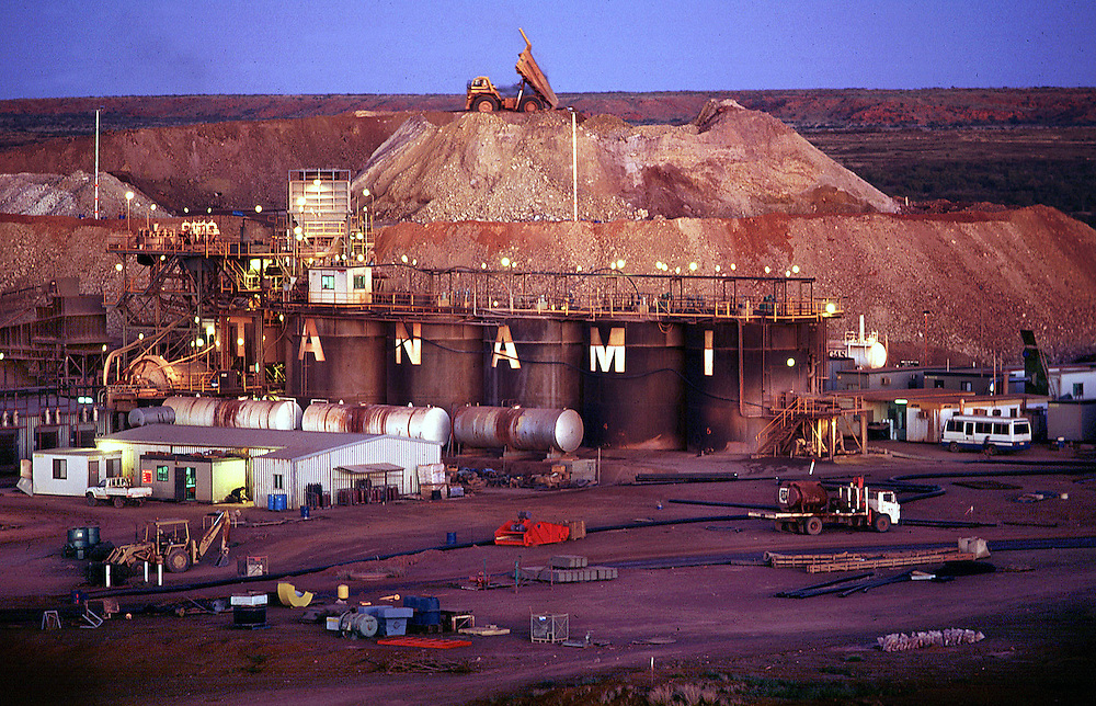 Tanami Gold Mine processing plant  - The Tanami desert, Northern Territoy. Australa.©David Dare Parker/Network Photographers