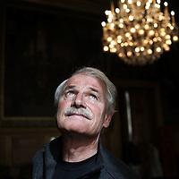 Yann Arthus Bertrand, president de la fondation Goodplanet a l hotel de ville de Paris, dans le cadre de la signature officielle de l engagement de la Ville de Paris<br /> dans la campagne 10:10.