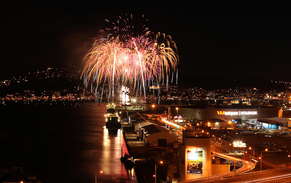 Guy Fawkes fireworks display over the harbour, Wellington, New Zealand, Saturday, November 05, 2011. Credit:SNPA / Tori Evans