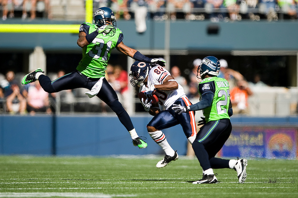 SEATTLE SEAHAWKS VS CHICAGO BEARS - Chicago wide receiver Earl Bennett gets between Seattle defenders Ken Lucas and Jordan Babineaux on a first half reception.