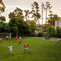 Funcionarios de planta Quinteros juegan fútbol. Copec, 80 años. Quinteros, Quinta Región de Valparaíso. {date}, {time} (©Alvaro de la Fuente/Triple.cl)