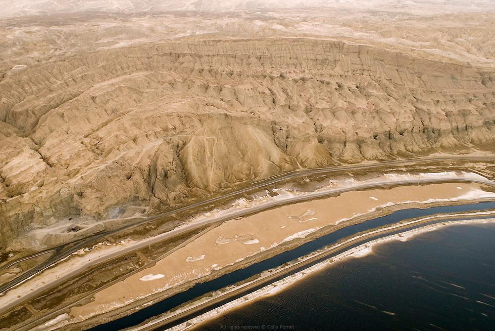 En bordure du bassin sud de la Mer Morte.