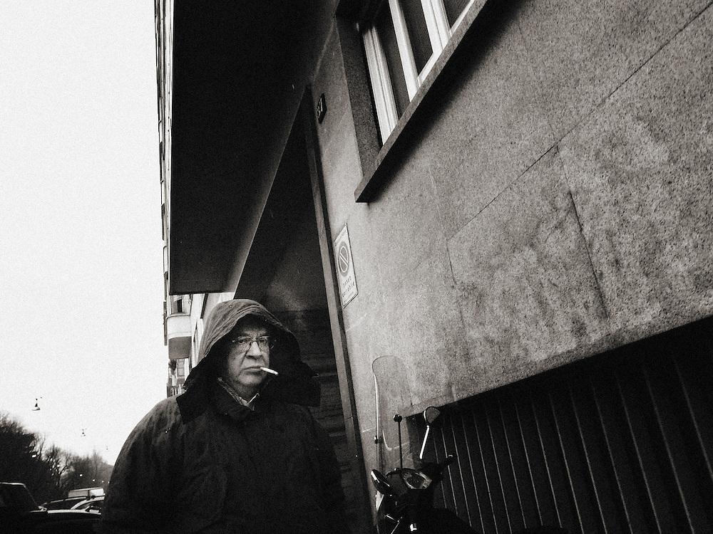 lonely, Europe, Italy, Milan, Milano, Street Photography, man smoking in the rain