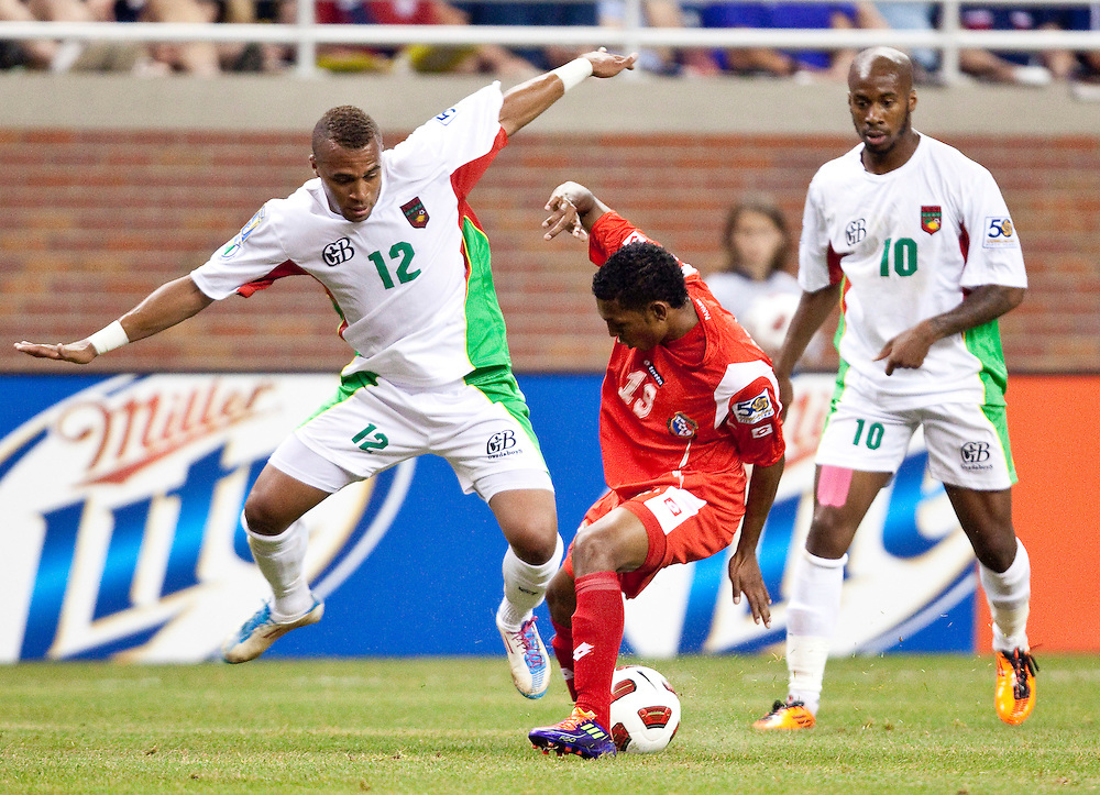GR8022 -20110607- Detroit, Michigan,USA<br /> Guadeloupe's Thomas Gamiette, left, tries to take the ball from Panama's Alberto Quintero during the final minutes of their CONCACAF match at Ford Field in Detroit Michigan, June 7, 2011. Panama defeated Guadeloupe 3-2.<br /> AFP PHOTO/Geoff Robins