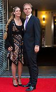 Armin van BUren met zijn vrouw komt aan voor het Koningsdagconcert in de Philharmonie. Tijdens het concert zal onder andere jazztrompetist Eric Vloeimans optreden. COPYRIGHT ROBIN UTRECHT