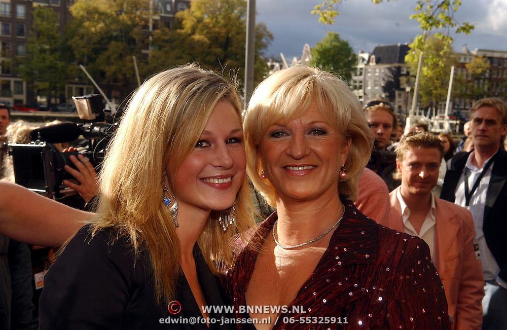 NLD/Amsterdam/20051002 - Premiere Beauty and the Beast, Anita Meyer en dochter Patty