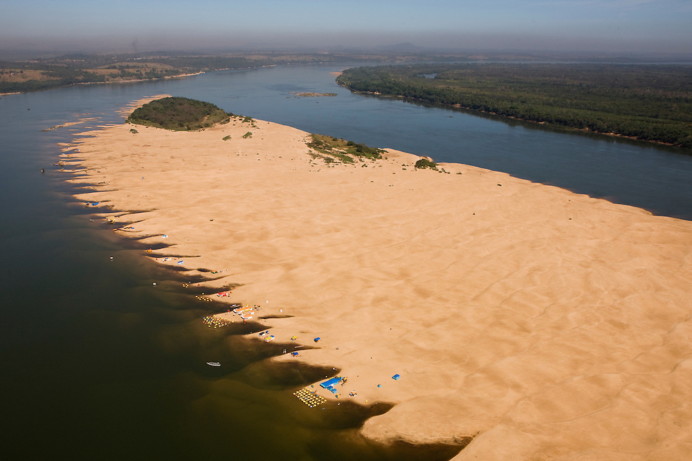 Sand dunes in Tocantins river in front of Maraba..Daniel Beltra/Greenpeace