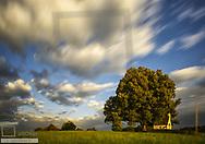 Landschaft mit Kapelle, Sonnenaufgang, Deutschland