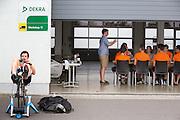 Het Human Power Team Delft en Amsterdam (HPT), dat bestaat uit studenten van de TU Delft en de VU Amsterdam, is in Senftenberg voor een poging het laagland sprintrecord te verbreken op de Dekrabaan. In september wil het HPT daarna een poging doen het wereldrecord snelfietsen te verbreken, dat nu op 139,5 km/h staat tijdens de World Human Powered Speed Challenge.<br /> <br /> With the special recumbent bike the Human Power Team Delft and Amsterdam, consisting of students of the TU Delft and the VU Amsterdam, is in Senftenberg (Germany) for the attempt to set a new lowland sprint record on a bicycle. They also wants to set a new world record cycling in September at the World Human Powered Speed Challenge. The current speed record is 139,5 km/h.