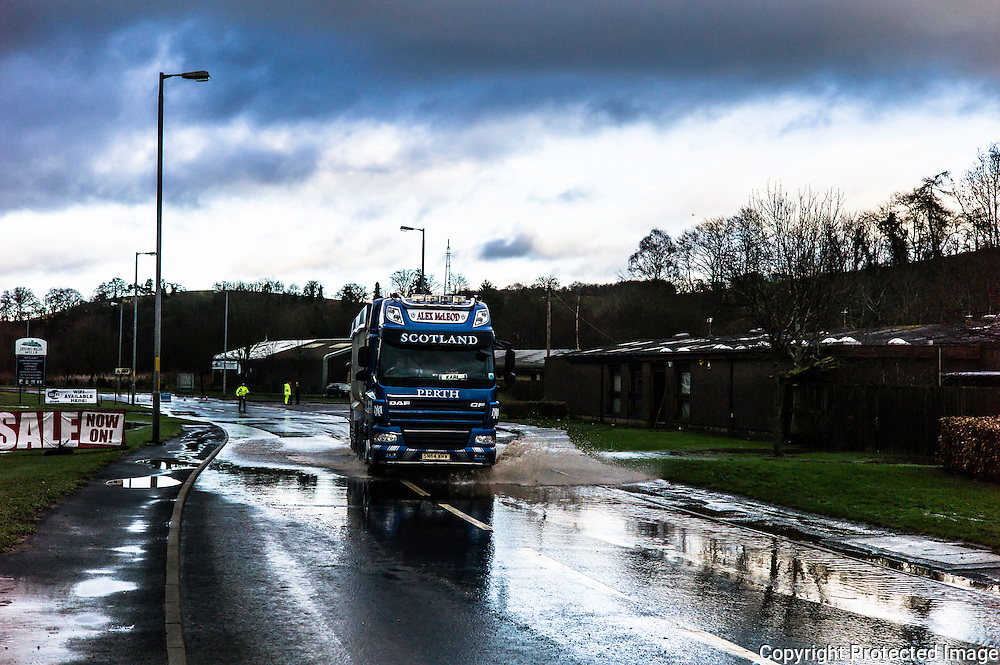 Jedburgh, Scottish Borders, UK. 27th January 2016. A HGV drives through flood waters on the A68 road in Jedburgh.